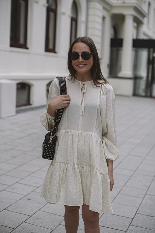 Anine Bing Madison Dress Cream and Black Stripe kjole