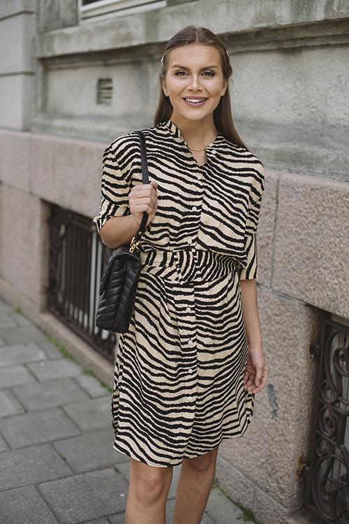 svart og hvit kjole for tenåringer
