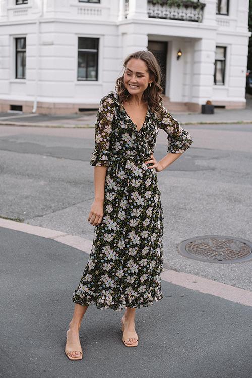 byTiMo Georgette Wrap Dress Black Field kjole