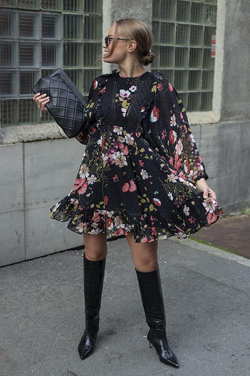 byTiMo Delicate Semi Ribbon Mini Dress Flowers kjole