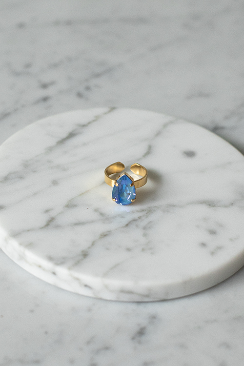 Caroline svedbom mini drop ring gold ocean blue delite