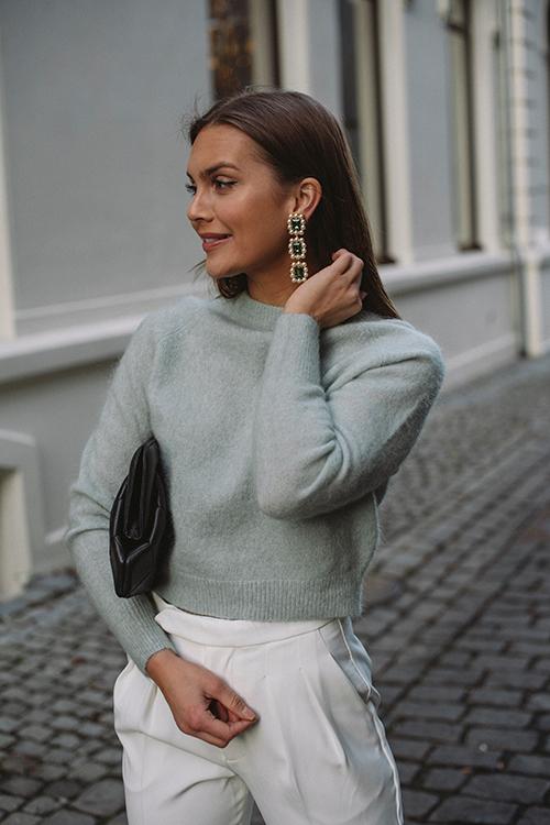 Cathrine Hammel Soft Girlfriend Sweater Feather Blue genser