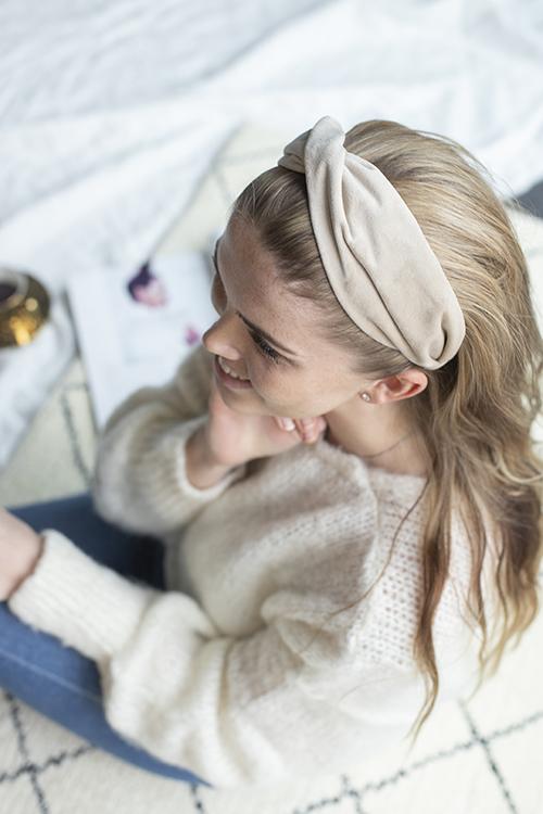 Dark Velvet Folded Hairband Sparkled Sand hårbøyle