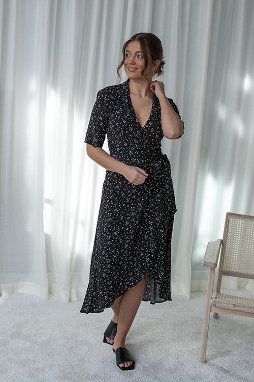 Ganni Printed Crepe Wrap Dress Black kjole