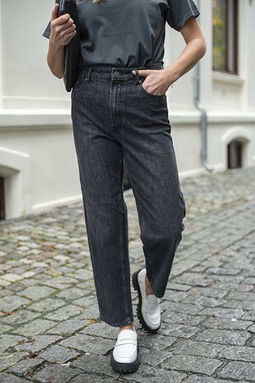 Dacy Mom Jeans Black