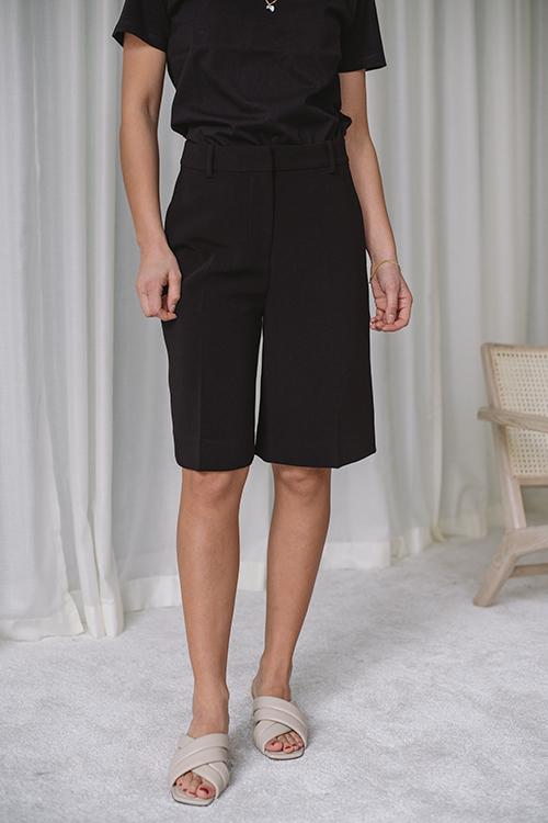 Angela Shorts Black