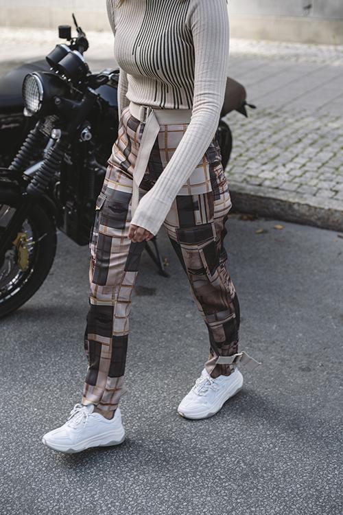 Holzweiler Skunk Trousers I See Print bukse