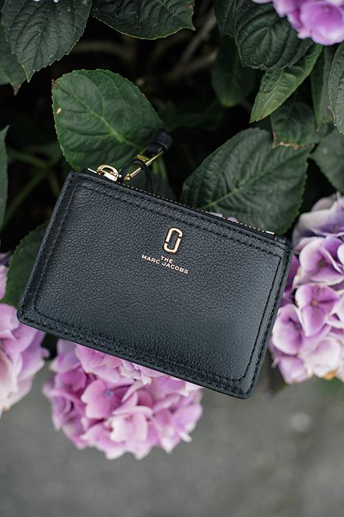 Marc Jacobs the softshot top zip multi wallet black lommebok