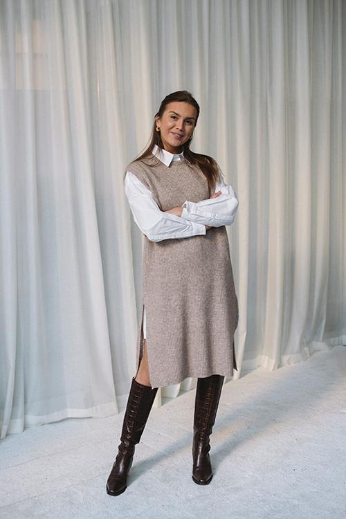 Norr Elisha Long Knit Oat Melange vest strikkevest