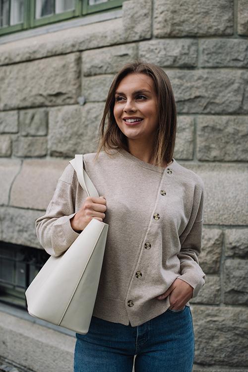One&Other Frances Cardigan Sandstone Melange strikket jakke