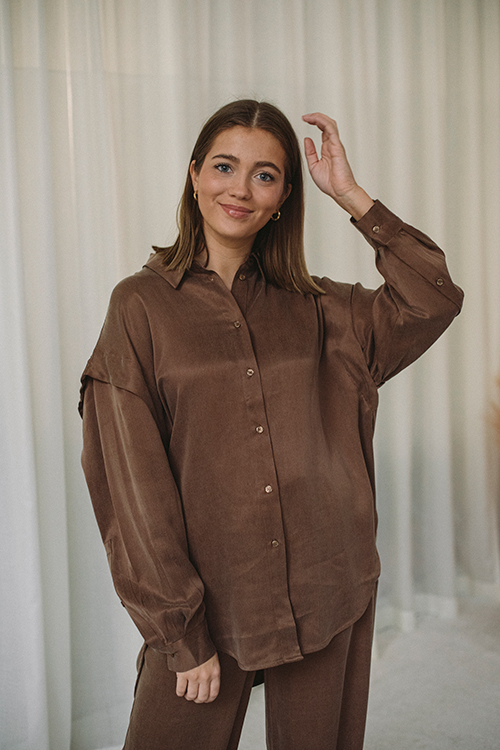 One&Other Nolan Shirt Toffee bluse