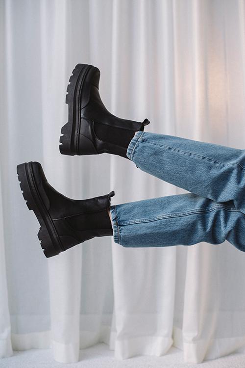 Pavement Viola Rubber Black Garda boots