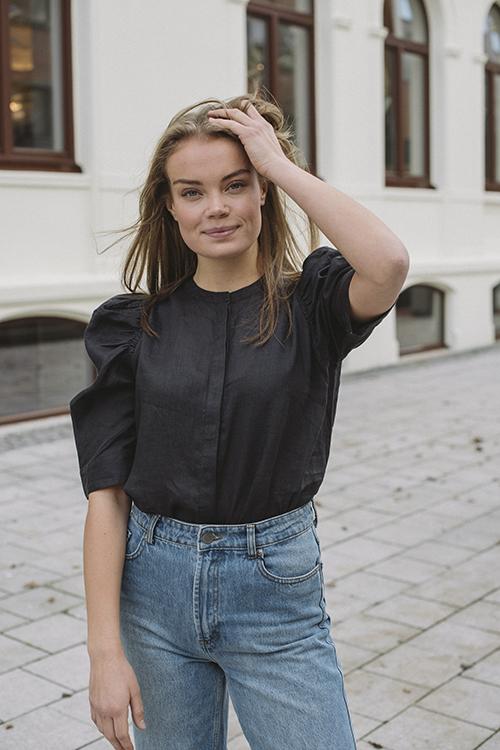 Pia Tjelta Helga Blouse Black bluse