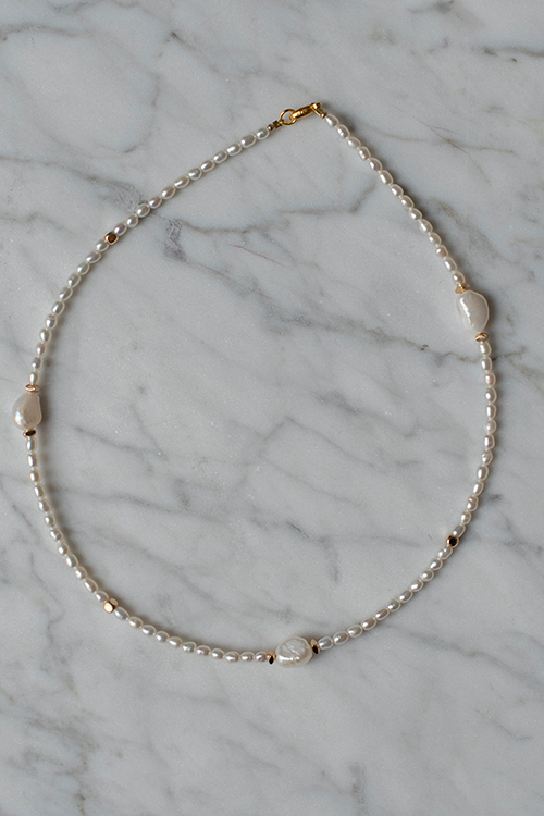 Petit Perles Small Pearls Necklace White smykke
