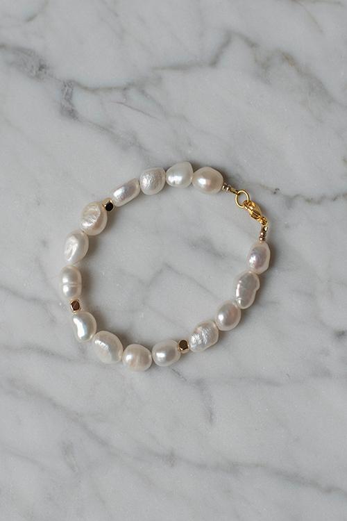 Petit Perles Sofia Pearl Bracelet White armbånd