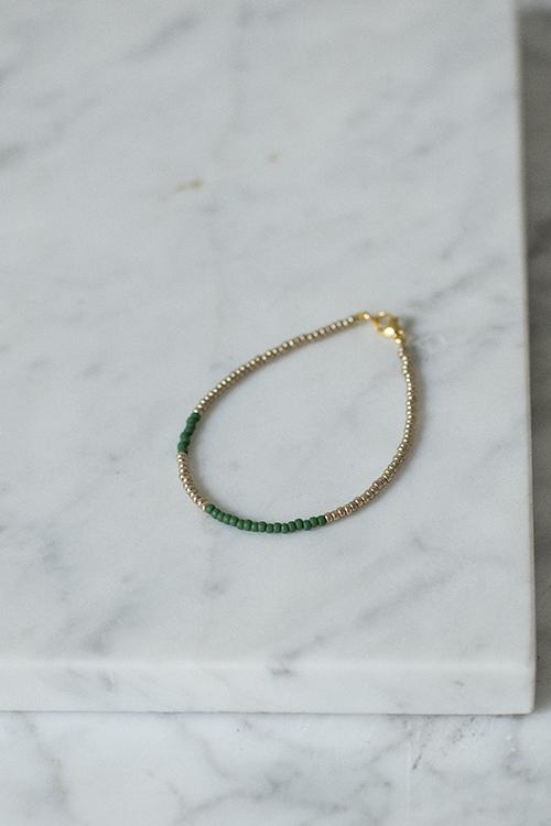petit perles basic bracelet green gold armbånd