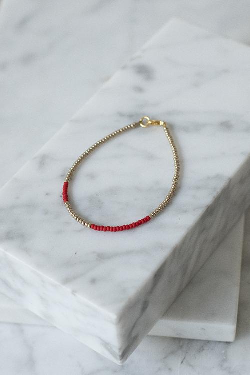 petit perles basic bracelet red gold armbånd