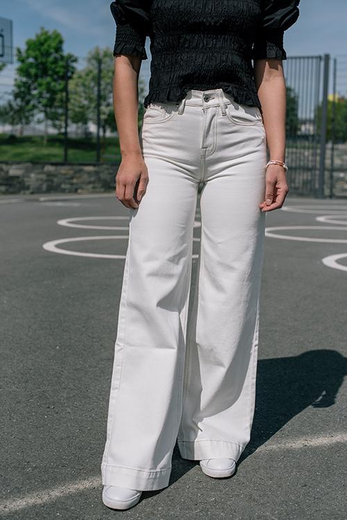 Tomorrow Kersee HW Flare Jeans Ecru